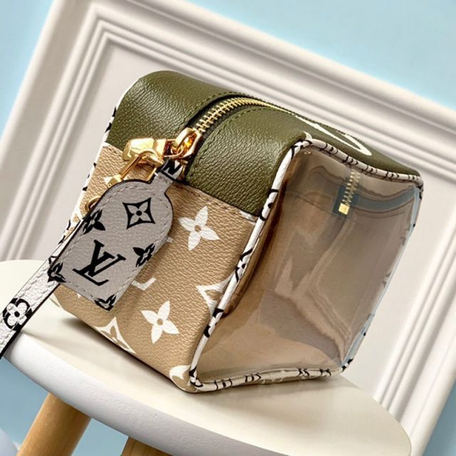 Louis Vuitton Beach Pouch in Monogram Canvas and PVC M67610 White / Khaki 2019 (LVSJ-9041203 )
